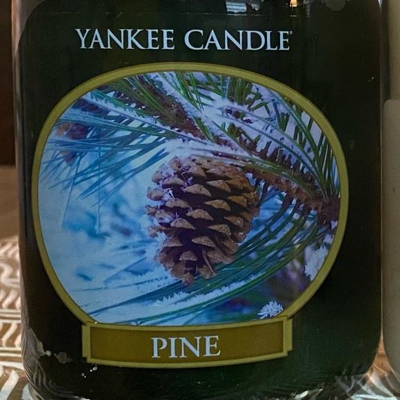 Pine 22 Oz Jar Yankee Candle